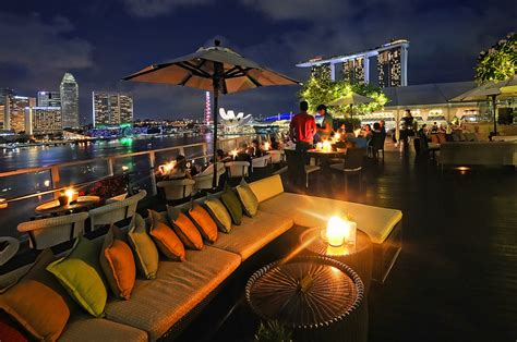 roof top bar singapore top 10 amazing rooftop bars in singapore you need to visit
