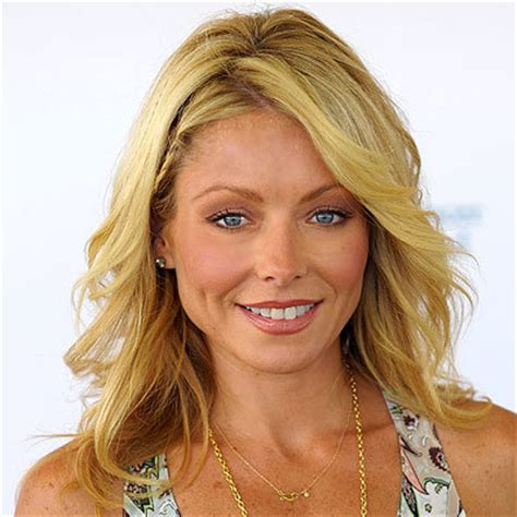 curl haur to get kelly ripas look kelly ripa s changing looks instyle com