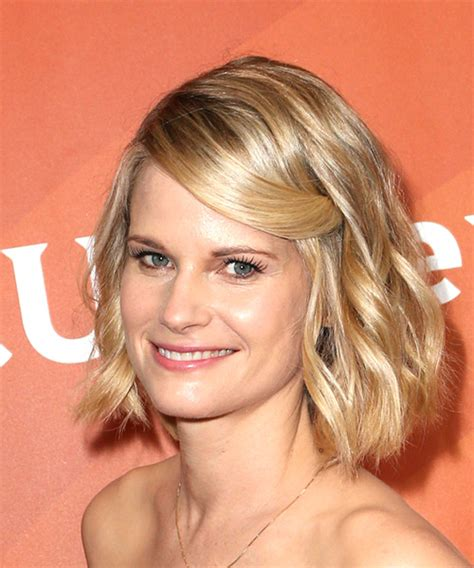 pics of joelle carters hairstyle joelle carter medium wavy casual bob hairstyle light blonde