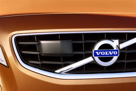 chinas geely completes takeover  volvo  ford carscoops