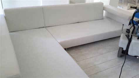 lavaggio divani lavaggio e sanificazione divani ecovaporservice pulizie