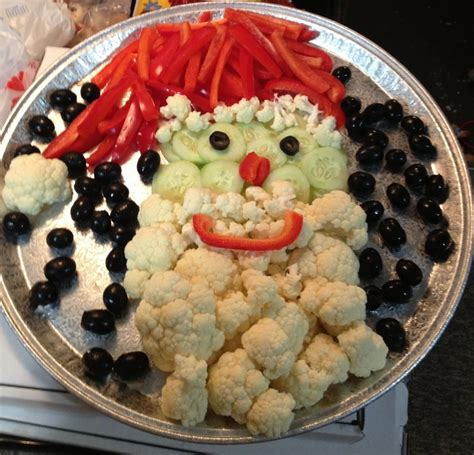 vegetable santa claus platter santa veggie tray cucumber slice pepper hat nose and smile cauliflower beard and