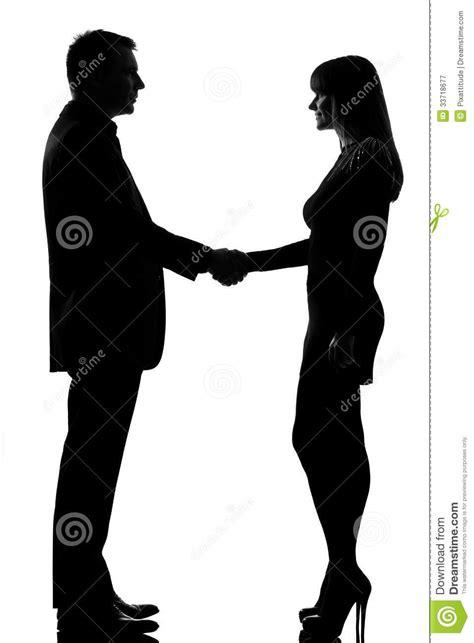Une Poignée De Main D'homme Et De Femme De Couples