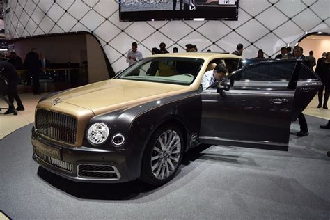 new bentley mulsanne 2017 2017 bentley mulsanne shows its new face in geneva carscoops