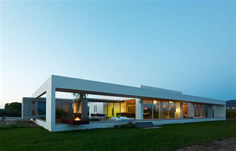 minimialist house blends easily with surroundings