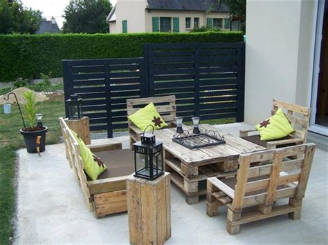 Patio Furniture Made From Old Pallets Dump A Day Patio Furniture Made With Pallets
