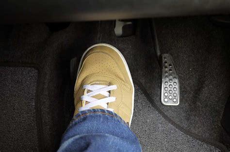 Pedal Gas Rem Mobil Matic tips hindari kebiasaan buruk di pedal rem mobil matic