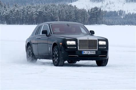 roll royce pakistan rolls royce joins suv race with the s most expensive