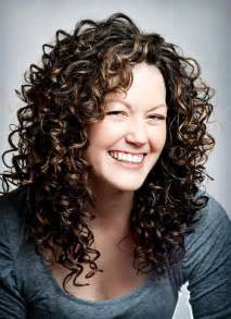 hairstyles for curly layered hair at the awkward stage 25 best layered curly hairstyles ideas on pinterest