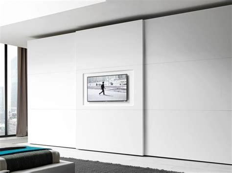 kleiderschrank tv lackierter kleiderschrank mit schiebet 252 ren mit