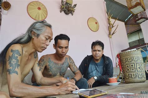 tattoo dayak vs tato masa kini tato dayak jejak yang bercerita