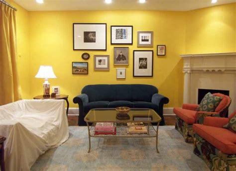 interior rumah minimalis perpaduan warna kuning