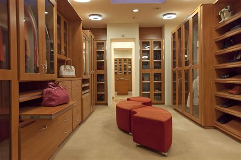 Master Bedroom Closet Design by Master Bedroom Pincelada