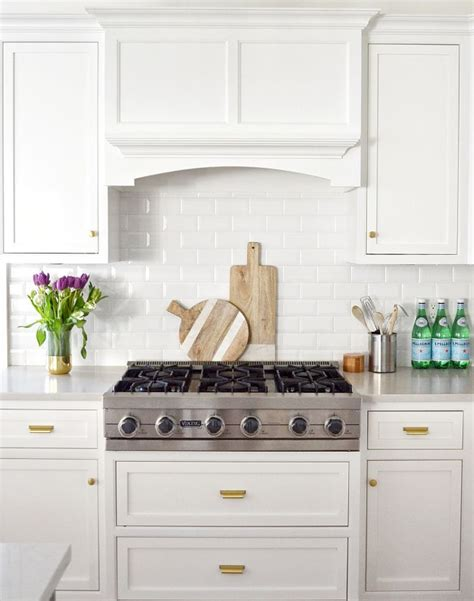 simply white kitchen cabinets 1000 images about the best benjamin moore paint colors on
