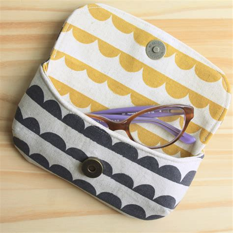 free pattern glasses case present perfect