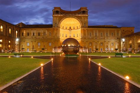 cortile della pigna cortile della pigna di notte musei vaticani italy travels