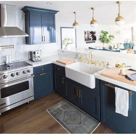 blue cabinets in kitchen 25 best ideas about navy blue kitchens on pinterest