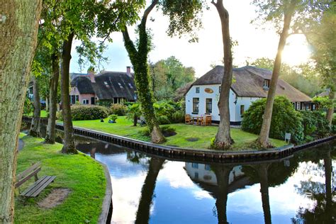 boat tour giethoorn giethoorn tour for small groups and individuals