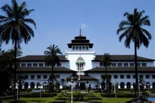 Wisata Bandung File Tempat Wisata Di Bandung Gambar Gedung Sate Jpg
