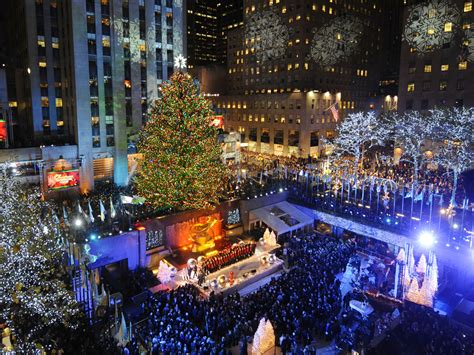the rockefeller center christmas tree lights up cbs news