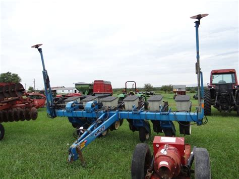 kinze 6 row planter tire drive pull type w kinze brush