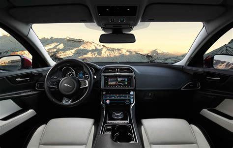 imagenes interior jaguar xe jaguar xe finalista a coche del a 241 o en europa 2016