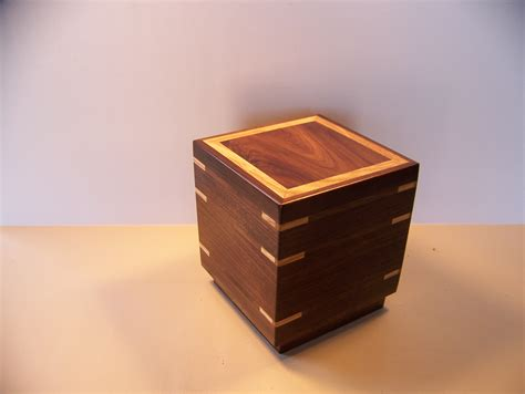 Handcrafted Urns - arizonaurns provides custom built cremation urns and