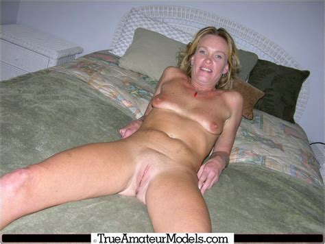 Amateur Blonde Milf Models Nude