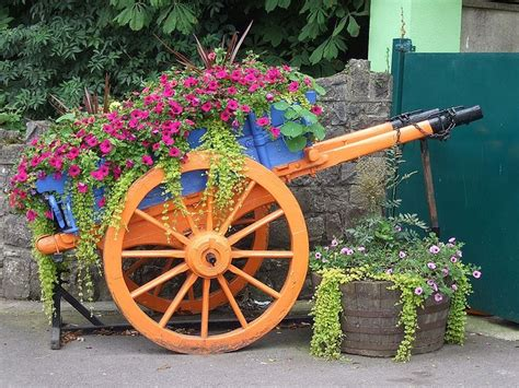 Garden Flower Cart 25 Best Ideas About Garden Wagon On Wagon Wheel Decor Flower Bed Decor And Diy