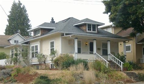 sellwood s boom era houses four square hip roof bungalow