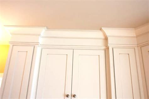 crown molding on top of kitchen cabinets kitchen cabinet crown molding