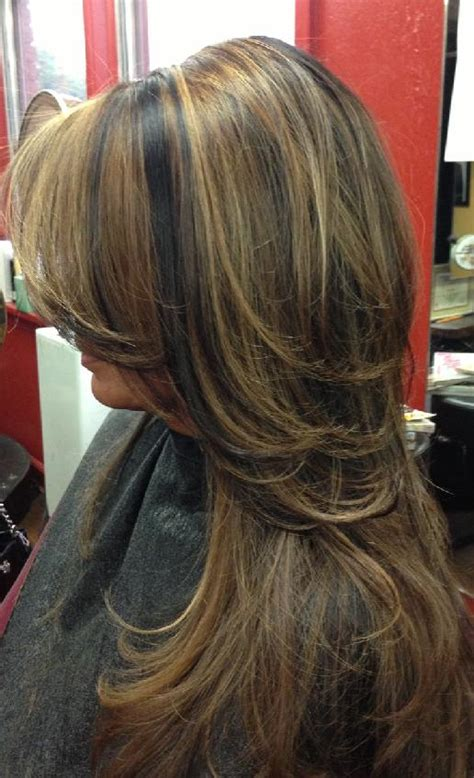 how to highlight layered hair layered with caramel highlights hairstyles how to
