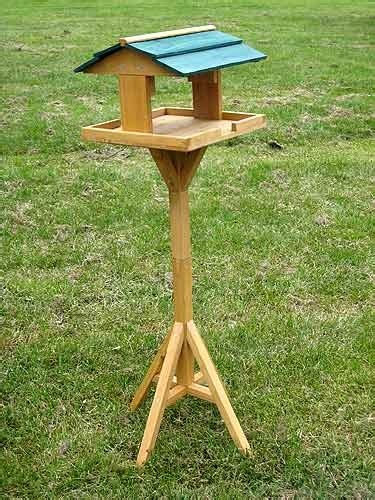 build  bird table   wood plans diy