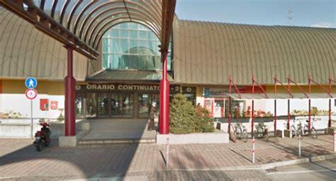 centro commerciale i giardini sole rubano pallet per 12mila al centro commerciale quot i