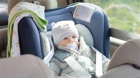 siege auto bebe 6 mois le si 232 ge auto de b 233 b 233 bien le choisir selon l 226 ge de