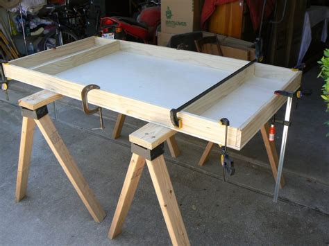beckers model trains building  table