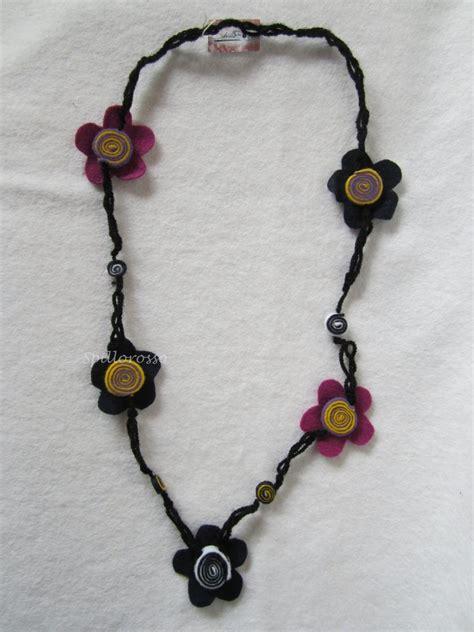 collane di fiori collana nera uncinetto con fiori e girelle pannolenci