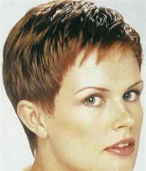 coupe de cheveux tres courts