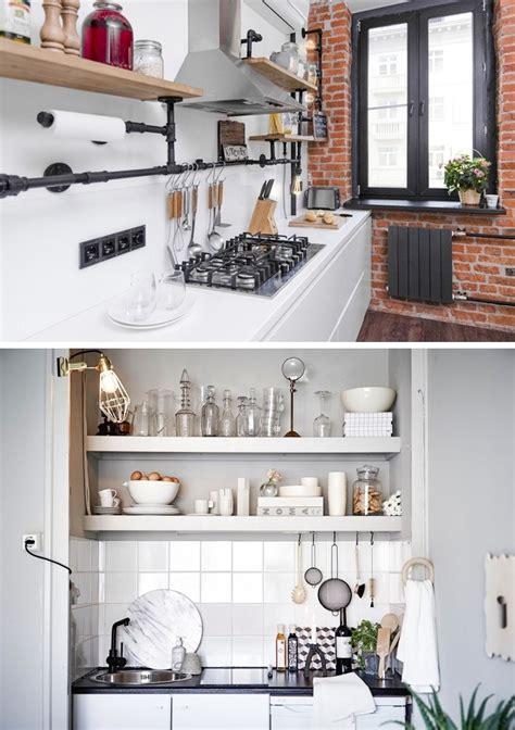 maneras de organizar una cocina pequena en la  quepa