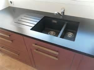 Impressionnant Renovation Plan De Travail Cuisine Carrele #4: plan-de-travail-en-granit-avec-egouttoir.jpg
