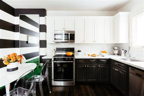 contemporary kitchen  black  white accent wall