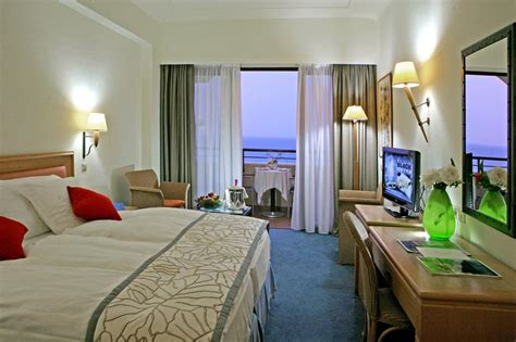 find hotels with in room 5 luxury resort in amathus hotels
