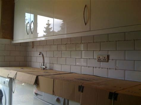 cream gloss kitchen tile ideas cream brick tile splashback kitchen ideas pinterest