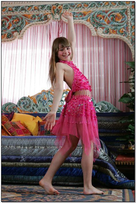 lane model lane model tv pinkskirt 026 modelblog