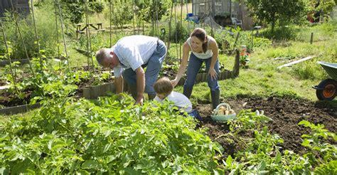 Plant A Family Vegetable Garden My Garden Life Family Vegetable Garden