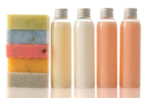 Sabun Batangan manakah yang lebih efektif membunuh kuman di tangan sabun