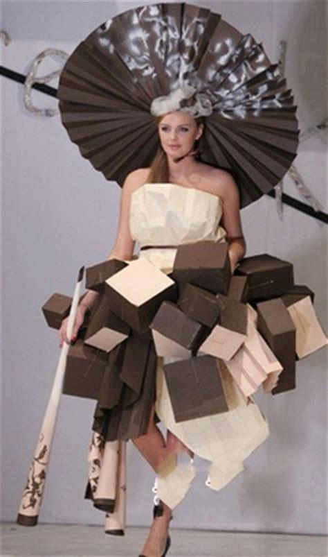 desain gaun daur ulang baju wanita dari kertas