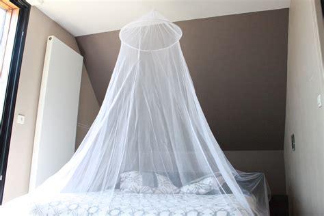 comment installer une moustiquaire de lit moustiquaire fr 187 la moustiquaire ciel de lit dormez en paix