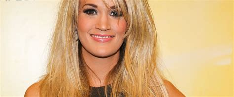 carrie underwood dogs carrie underwood explains how and dogs got locked in car abc news