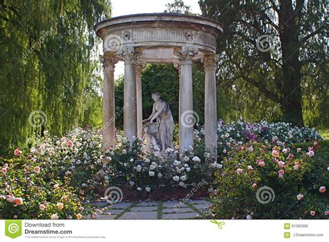 Botanical Gardens Library Statue In The Garden At Huntington Library And Gardens Stock Photo Image 61583306